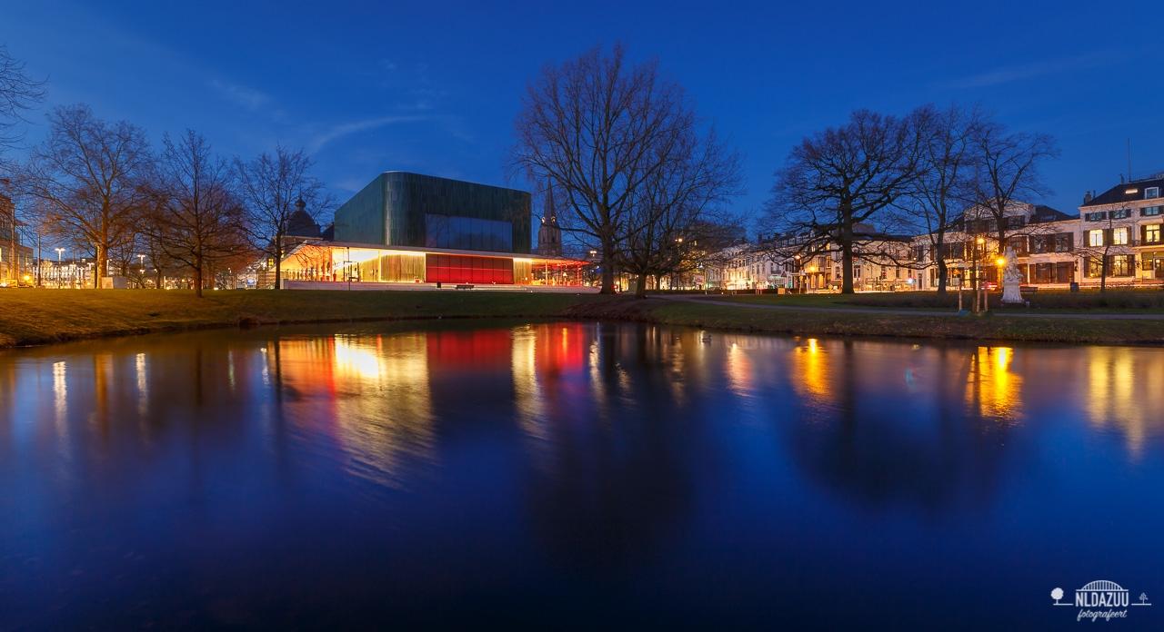 Arnhem Centrum en Musis Sacrum tijdens blue hour