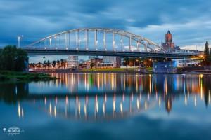 John Frostbrug tijdens blauwe uur in Arnhem