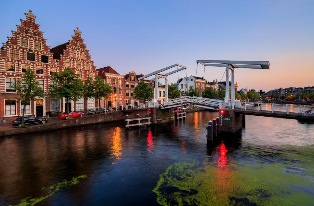 Haarlem Gravestenebrug met Canon24 mm. TS-E tilt shift lens