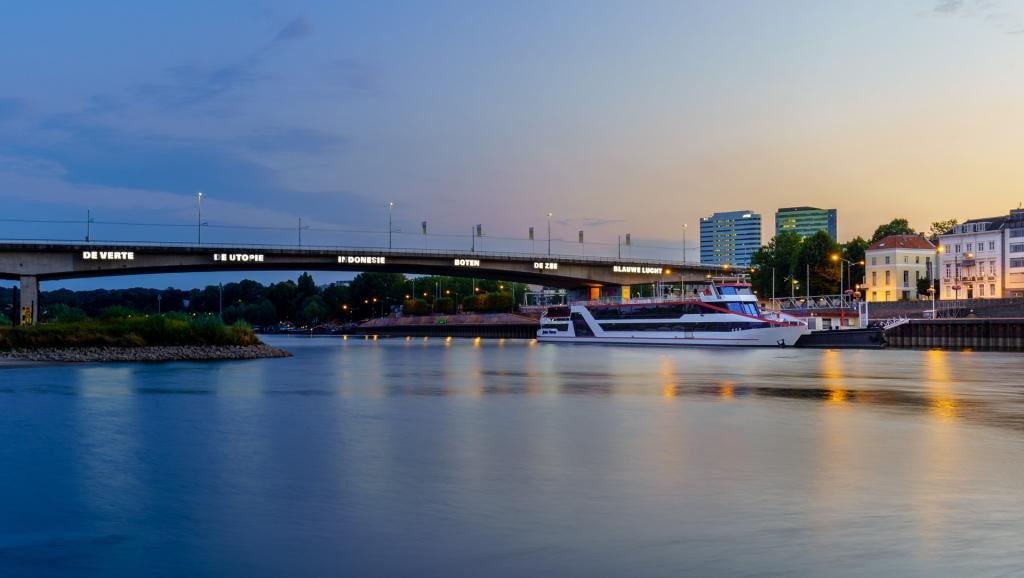 Arnhem, nieuwe brug, Rijn, zonsopkomst