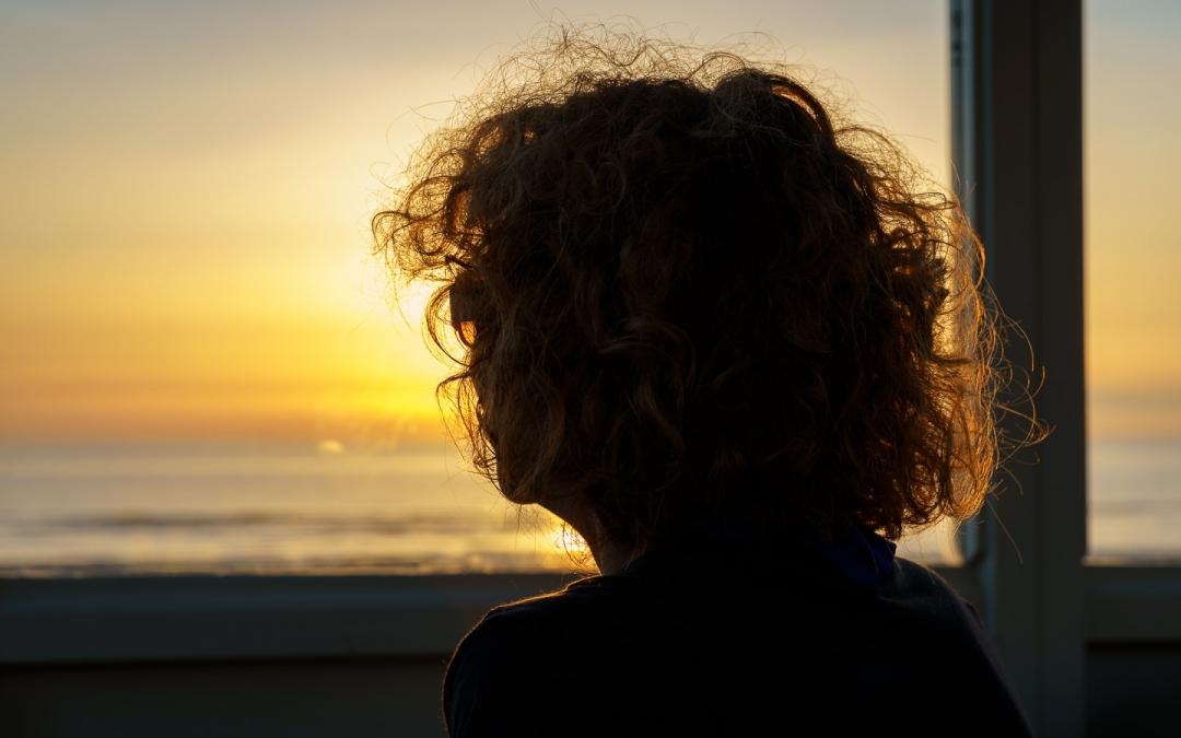 Strand, zonsondergang, tegenlicht