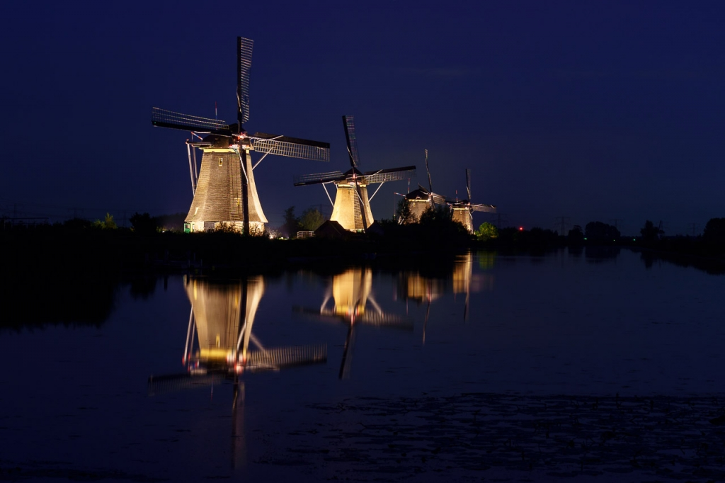 Kinderdijk in Floodlight, Blue hour windmolens van Kinderdijk