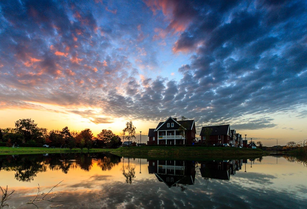 Huissen, Loovelden, kleurrijke wolkenlucht